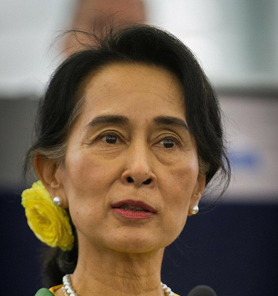 Gözaltına alınan Nobel Barış ödülü sahibi Aung San Suu Çii, ülkesinde Arakanlı Müslümanlara yönelik soykırım suçlamalarını reddediyor