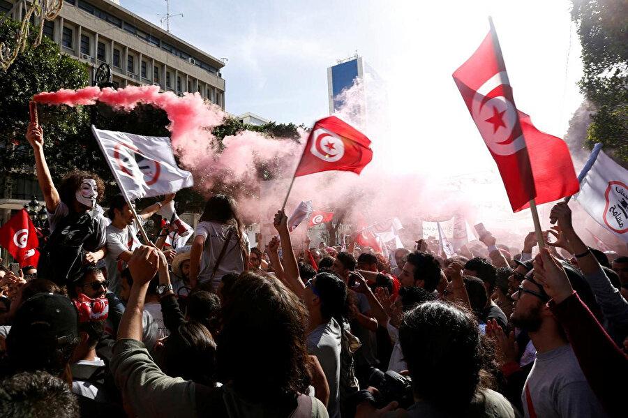 Tunus İstatistik Merkezi'ne göre, ülkedeki işsizlik oranı 2020 yılının ikinci yarısı itibariyle yaklaşık yüzde 18'ler civarında.
