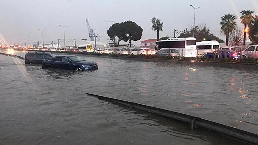 İzmir Belediyesi 'sokağa çıkmayın' uyarısında bulundu
