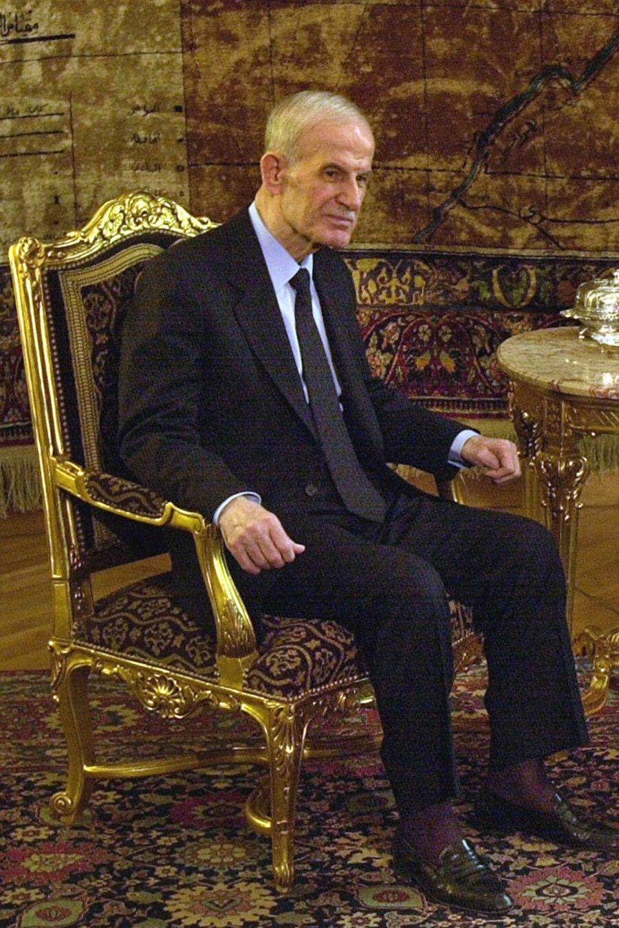 Hâfız Esed, 1970'den 2000'deki ölümüne kadar Suriye'yi demir yumrukla yönetti.