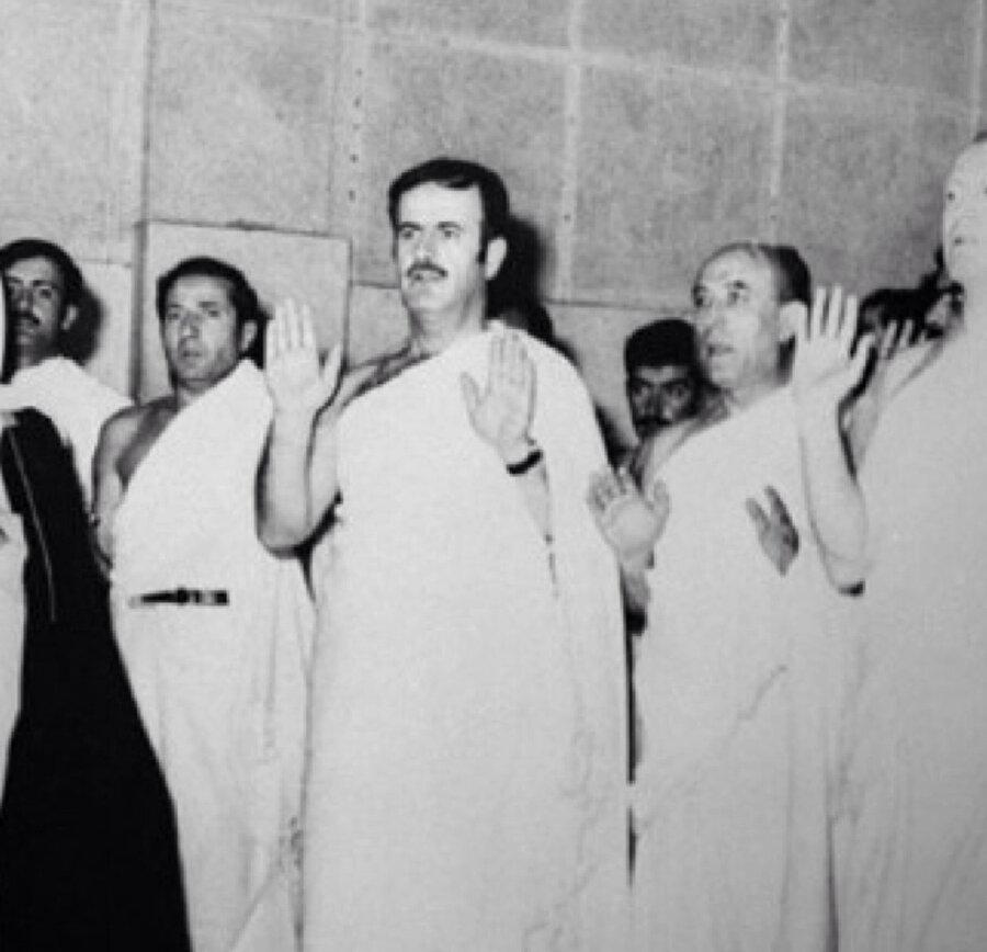 """Esed, Suriye halkının nazarında """"dindar"""" olarak algılanacağı birçok adım attı."""