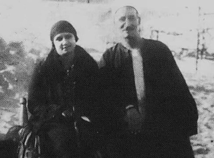 Ümmü Gülsüm ve ilk musikî hocası Ebu'l-Alâ Muhammed.