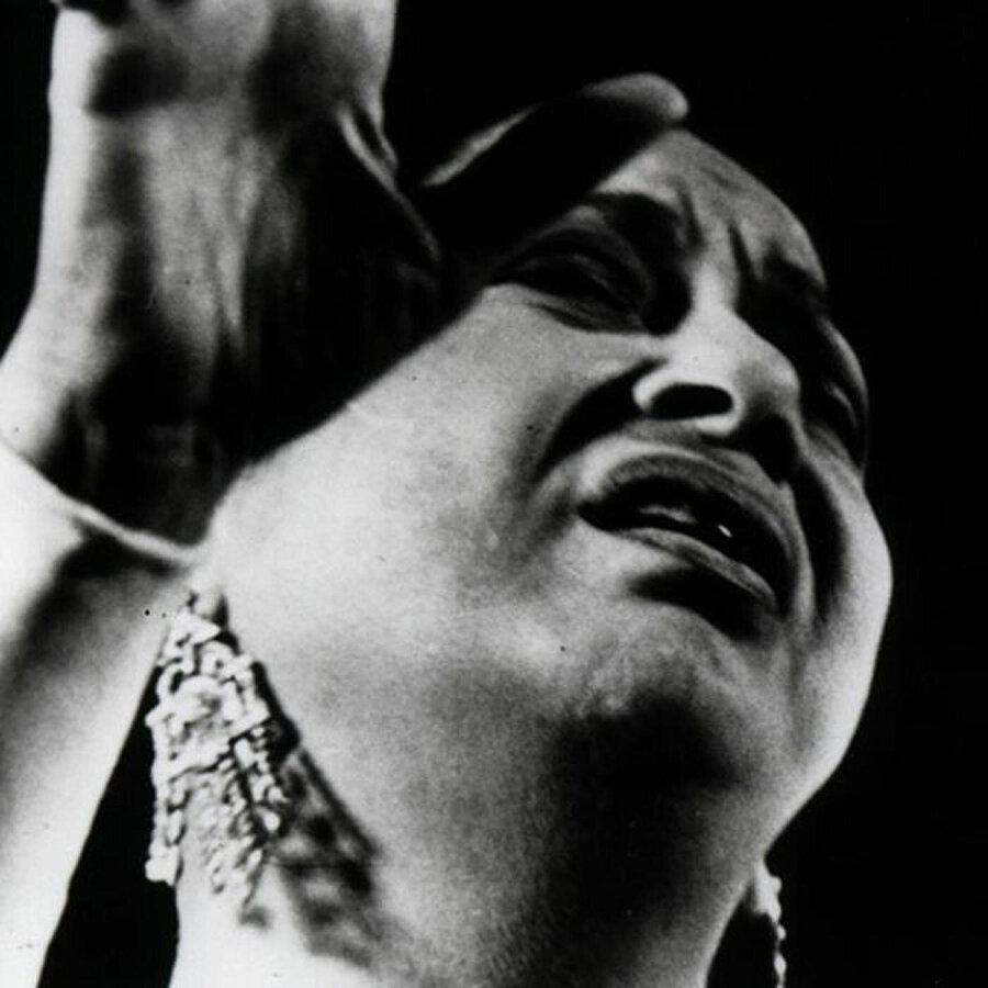 1934'ten 1973'e kadar, Arapların duygu dünyasına Ümmü Gülsüm damgasını vurdu.