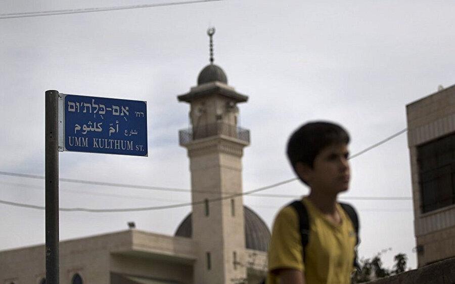 Doğu Kudüs'te Ümmü Gülsüm'ün adını taşıyan bir cadde tabelası.