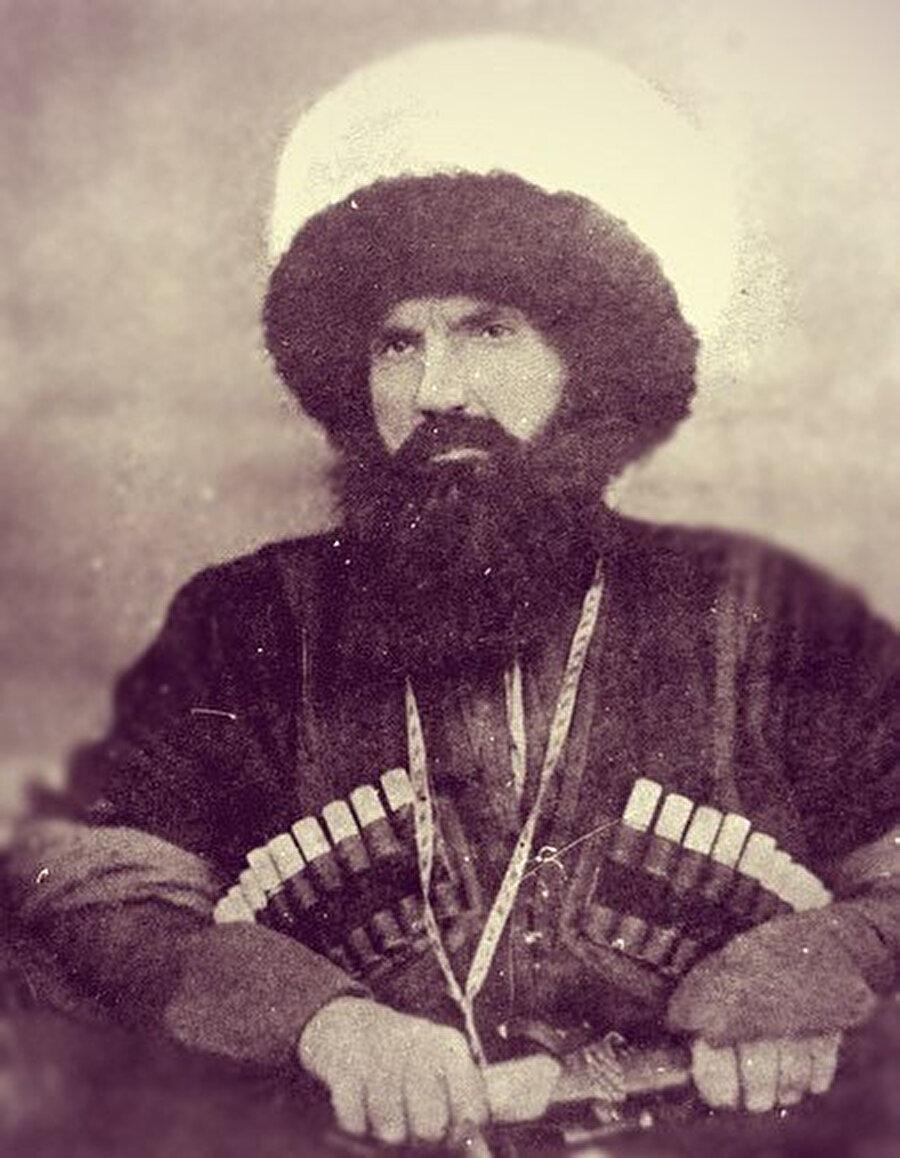 Şeyh Şamil, Haziran 1853'ten itibaren yaptığı saldırılarla Güney Kafkasya'daki Ruslar'ın seferberlik hazırlıklarını sekteye uğrattı.