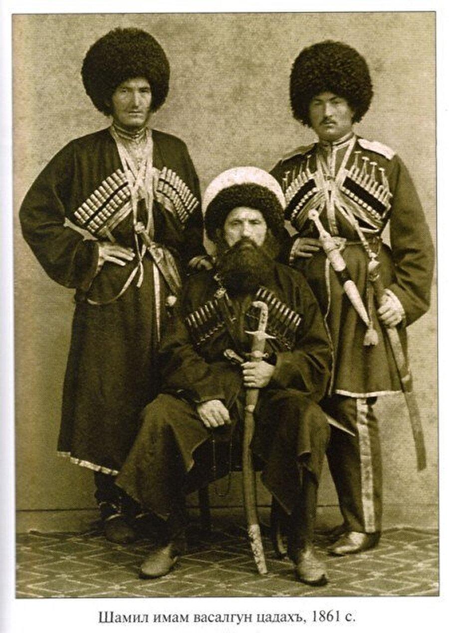 Şeyh Şamil oğulları Gazi Muhammed ve Muhammed Şafi ile, 1861.