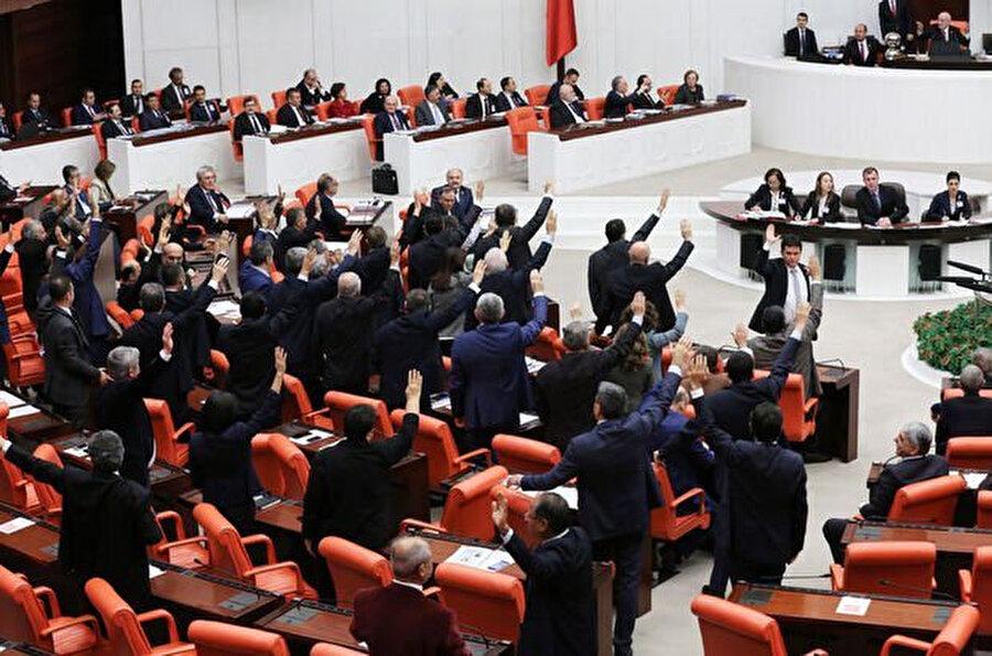 Anayasa teklifinin kabul edilmesi için 400 oya ihtiyaç duyuluyor
