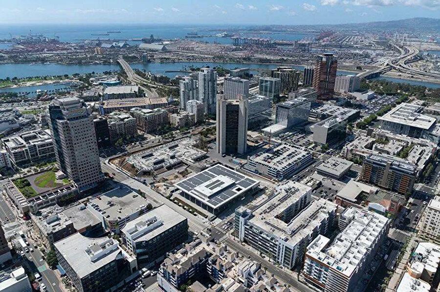 SOM, Lincoln Park'ı da etkinleştirerek 22 dönümlük Long Beach şehir merkezini yeniden canlandırmayı hedefleyen bir master plan tasarlıyor.