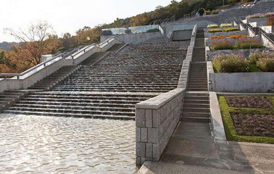 İki taraflı merdivenler.