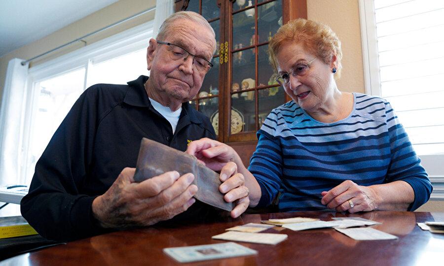Paul Grisham ve eşi Carole Salazar