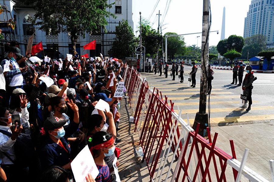 Polis göstericilere müdahale etti.