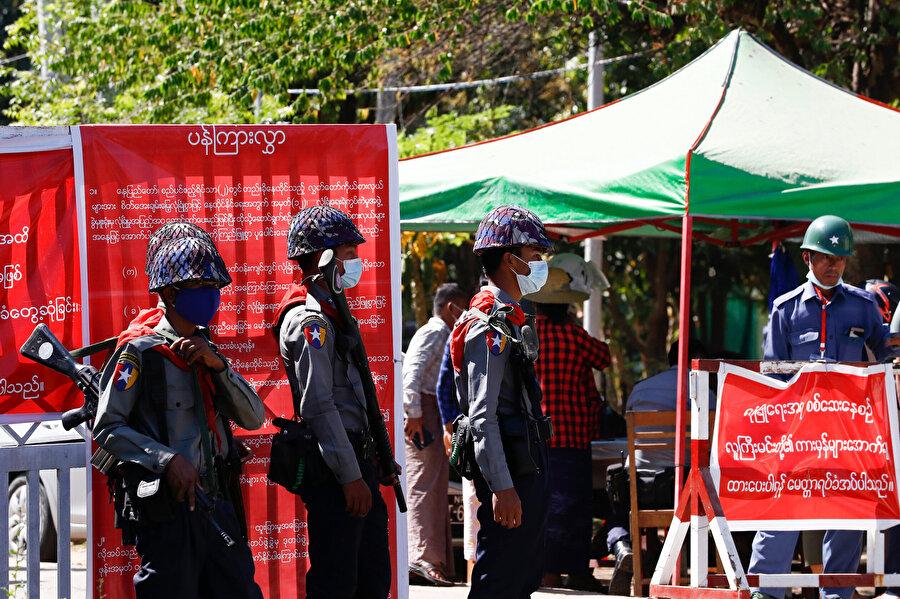 Myanmar'da 8 Kasım 2020 seçimlerinde hile yapıldığı gerekçesiyle düzenlenen askeri darbe.