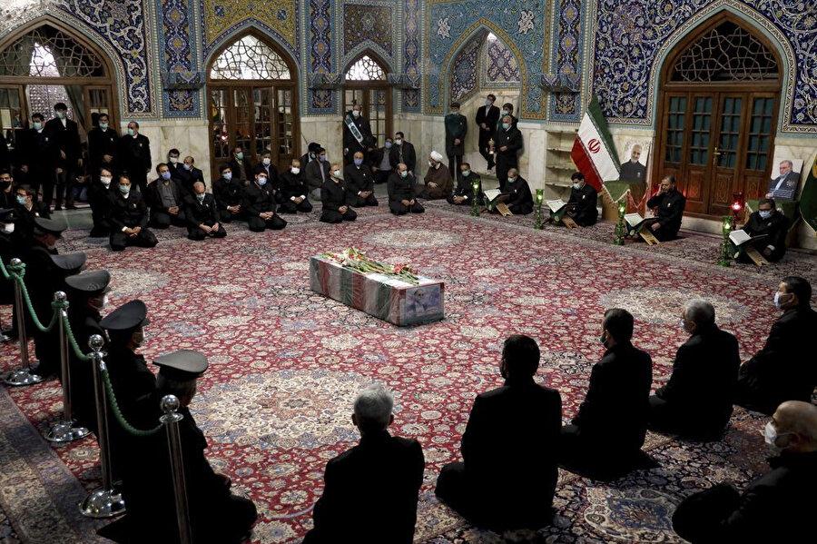 İran Savunma Bakanlığı tarafından paylaşılan Fahrizade'nin cenaze töreninden yansıyan bir kare.