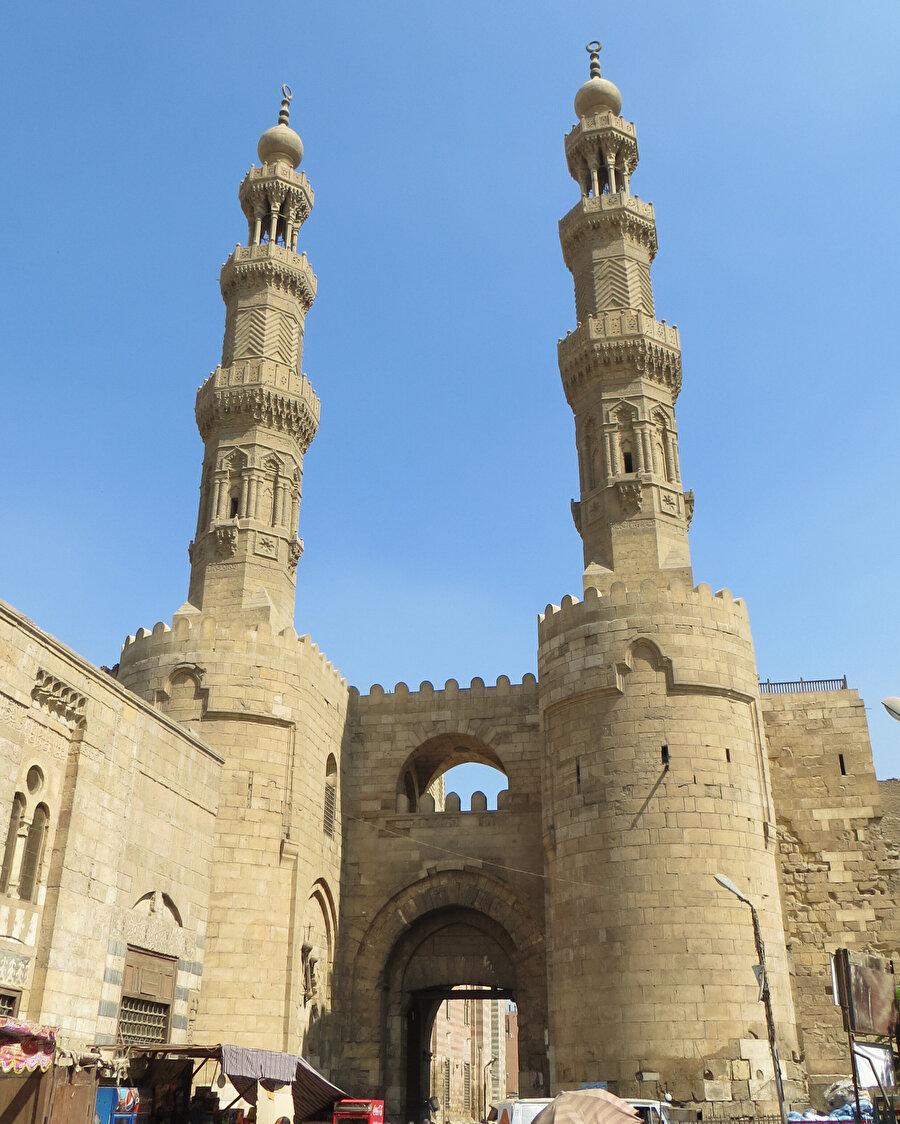 Eski Kahire'nin sembol eserlerinden Bâb ez-Zuveyle.