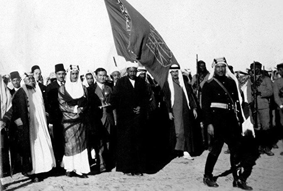 Prens Faysal ve Nazir Torekulov. Cidde, 1929