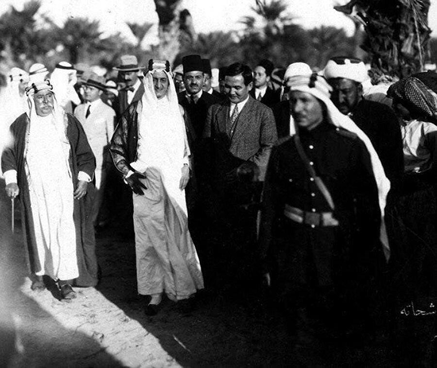Kısa sürede Arapça'yı da öğrenen Torekulov kraliyet ailesi mensupları ve diğer diplomatlarla yakın ilişki kurmaya çalışmıştı.