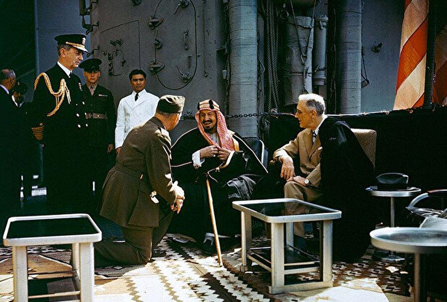Kral Abdülaziz ABD Cumhurbaşkanı Franklin Roosevelt ile.