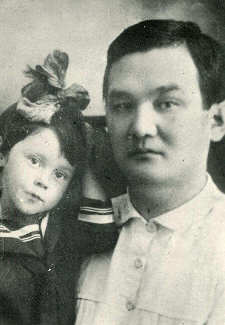 Torekulov kızı Anel ile.