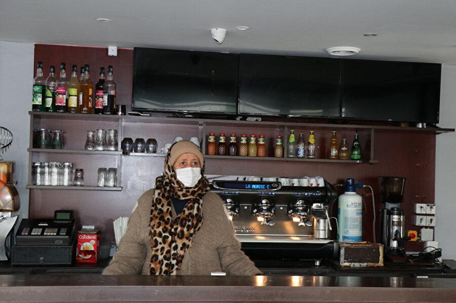 Trappes'te 7 yıldır restoran işleten Zerdy Zoulika, bölgenin propaganda malzemesi yapılmasından şikayetçi.