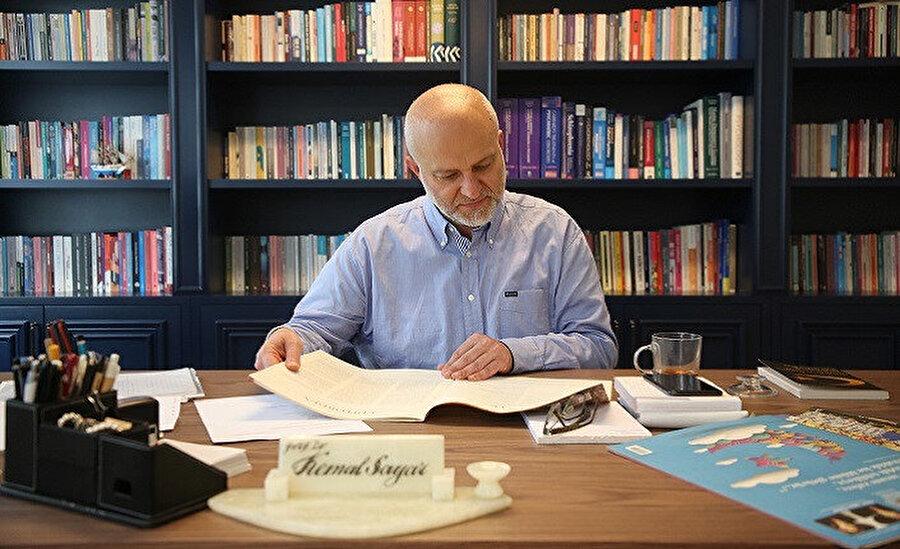 2000-2004 yılları arasında Karadeniz Teknik Üniversitesi Tıp Fakültesi'nde Psikiyatri AD Öğretim Üyesi olmuştur.