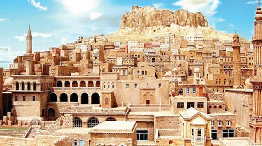 Mardin gibi bir şehrin romanını yazarken masalları ve efsaneleri bir kenara koyup geçemezsiniz