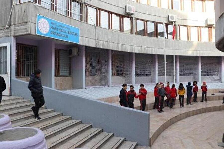 Öğrencilerin toplanma alanı.