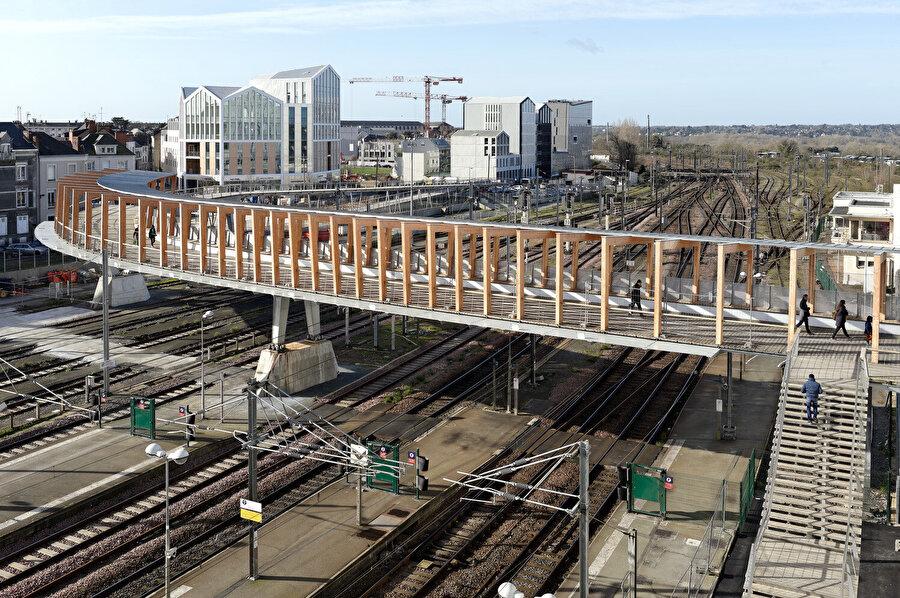 Köprü, 150 metre uzunluğunda.