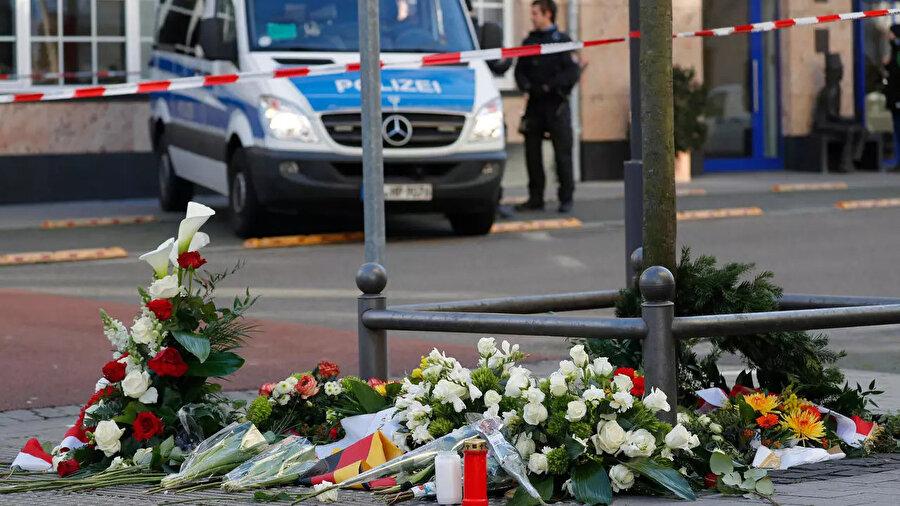 Almanya'nın Hanau kentinde 19 Şubat 2020 gecesi iki kafeye düzenlenen ırkçı terör saldırısında, aralarında 4 Türk'ün de bulunduğu 9 kişi hayatını kaybetmişti.
