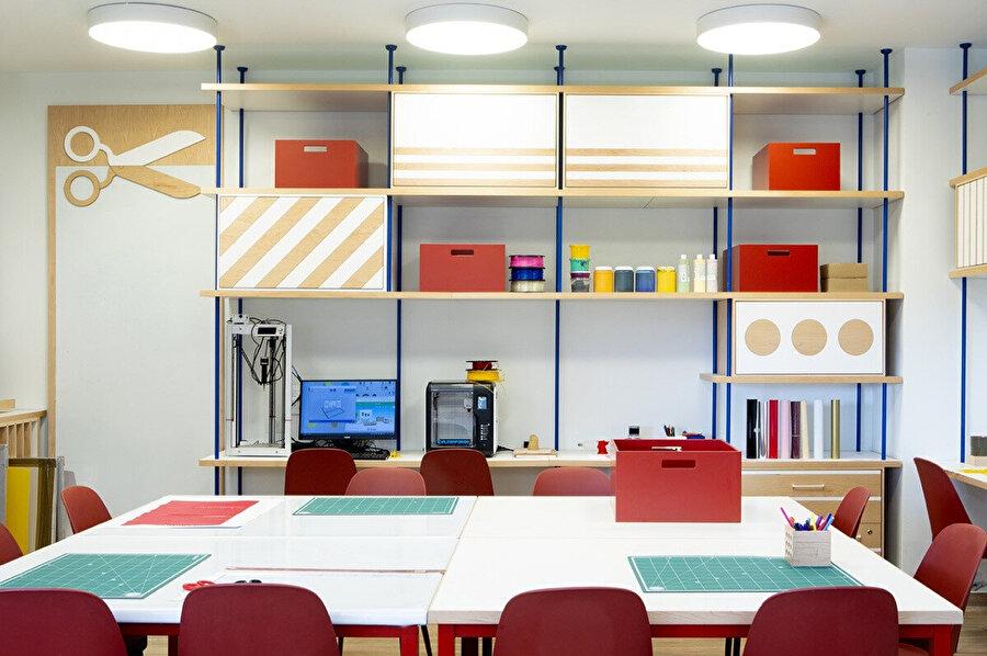 Abarbnel Hastanesi'nde genç hastalar için tasarlanan el sanatları odası.