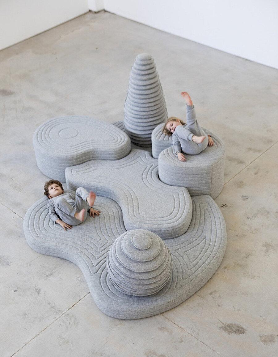 2020 Tel Aviv Bienali'nde sergilenen Ada enstalasyonu.
