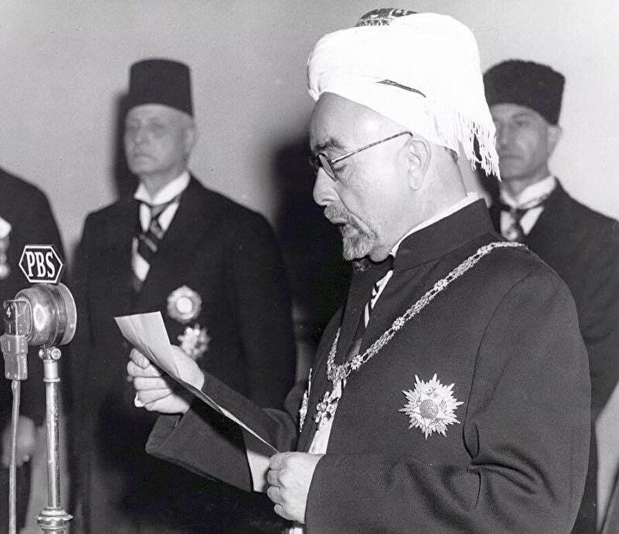 Kral Abdullah, İsrail'le gizli müzakerelere başladığı için, bir Filistinli tarafından öldürüldü.