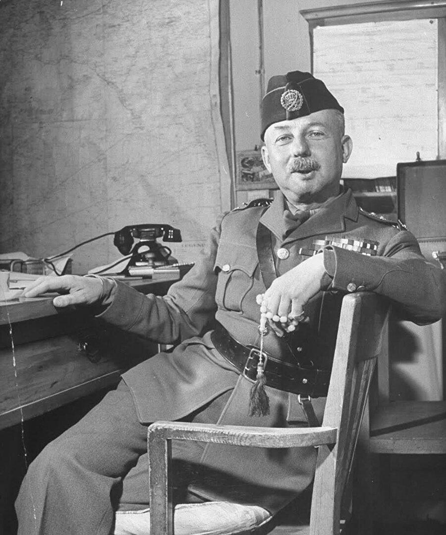 Glubb Paşa, Ürdün ordusunun komutanıydı.