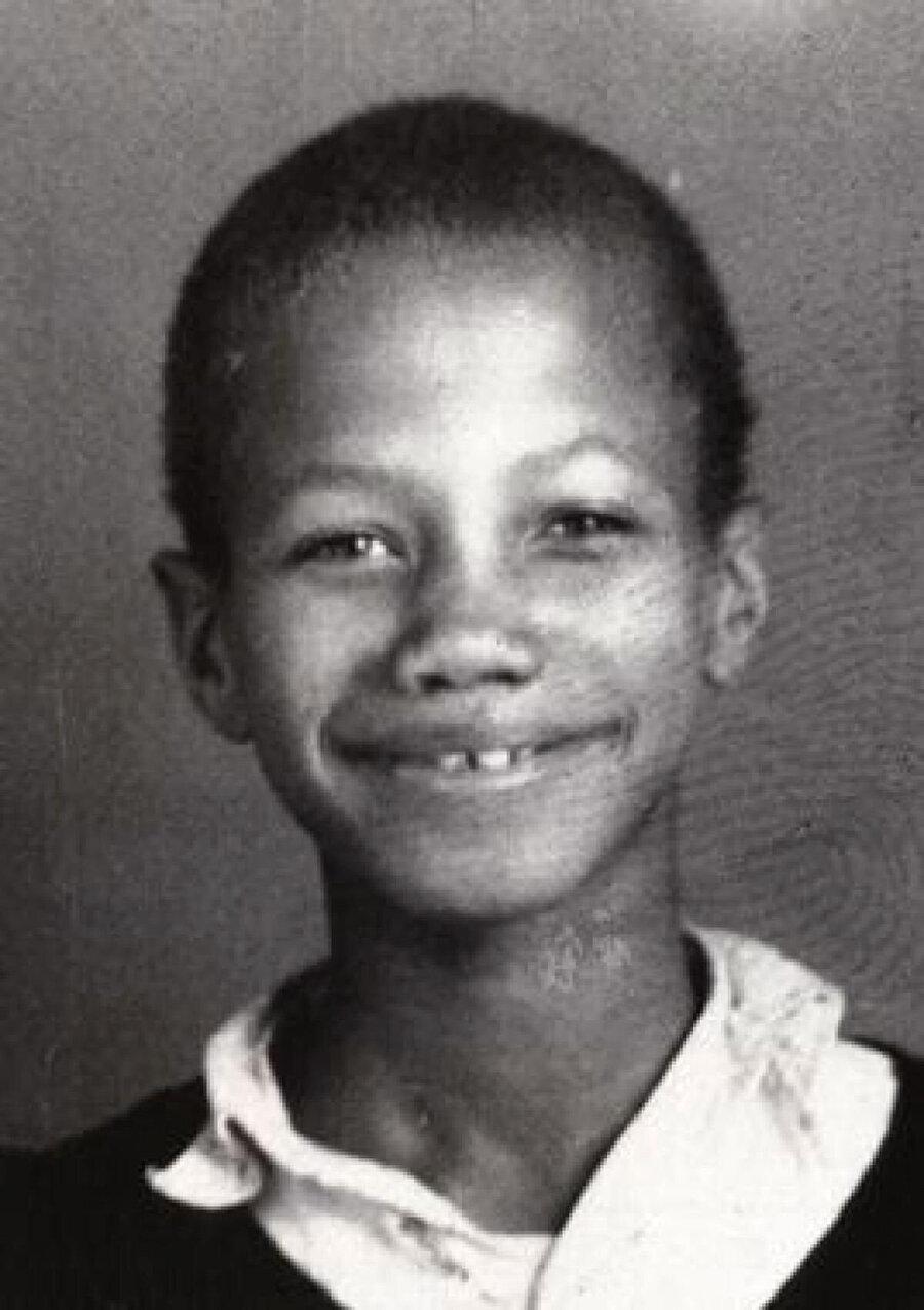 Malcolm X, 6 yaşında babasız, 12 yaşında ise annesiz kaldı.