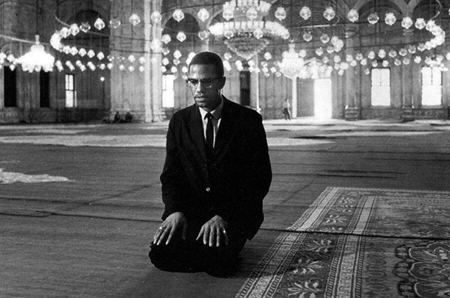 1964'te Nation of Islam ile ilişkisini tamamen kesen Malcolm X, aynı yıl nisanda hacca gitti.