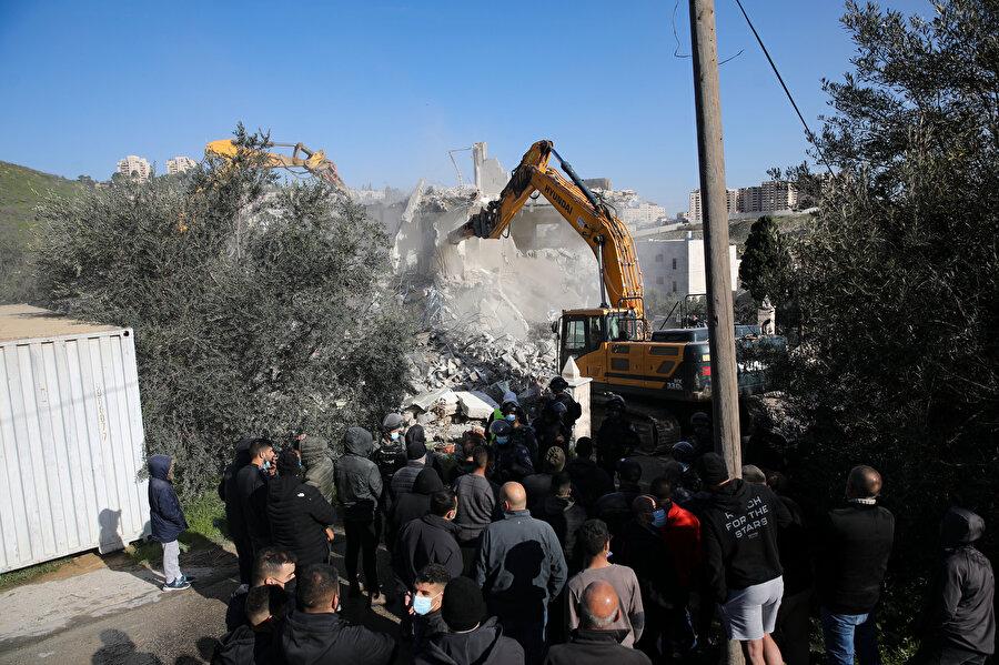 İsrail güçleri sistematik yıkım politikasını sürdürmeyi tercih ediyor.