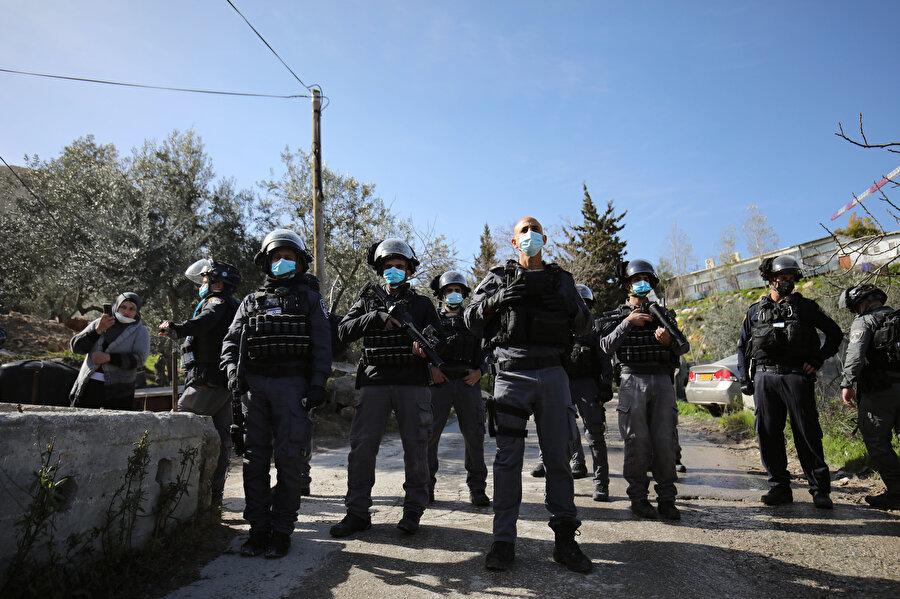 Yıkım operasyonuna 500 İsrail polisi katıldı.