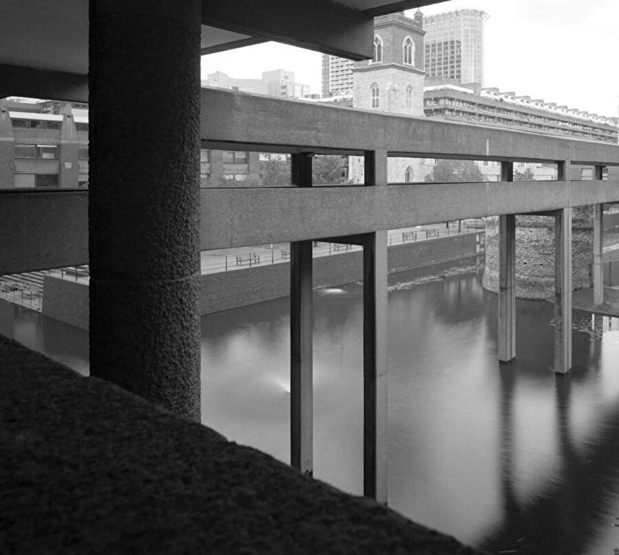Mimarlar, Barbican içerisinde noktaları birbirine bağlayan birçok rota tasarlıyor.