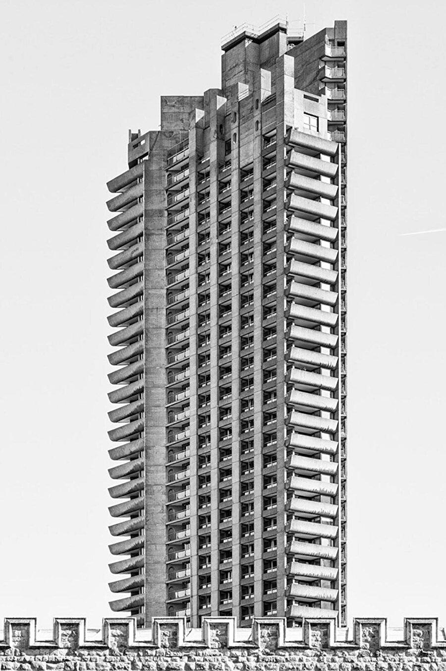 Barbican'ın kuleleri, inşa edildikleri dönemde, Londra'nın en yüksek yapıları arasında, ilk beşte yer alıyor.