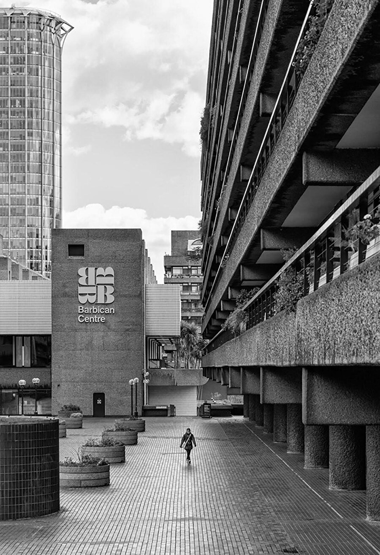Proje dahilindeki Barbican Center, Avrupa'nın en büyük gösteri sanatları merkezi olarak biliniyor.