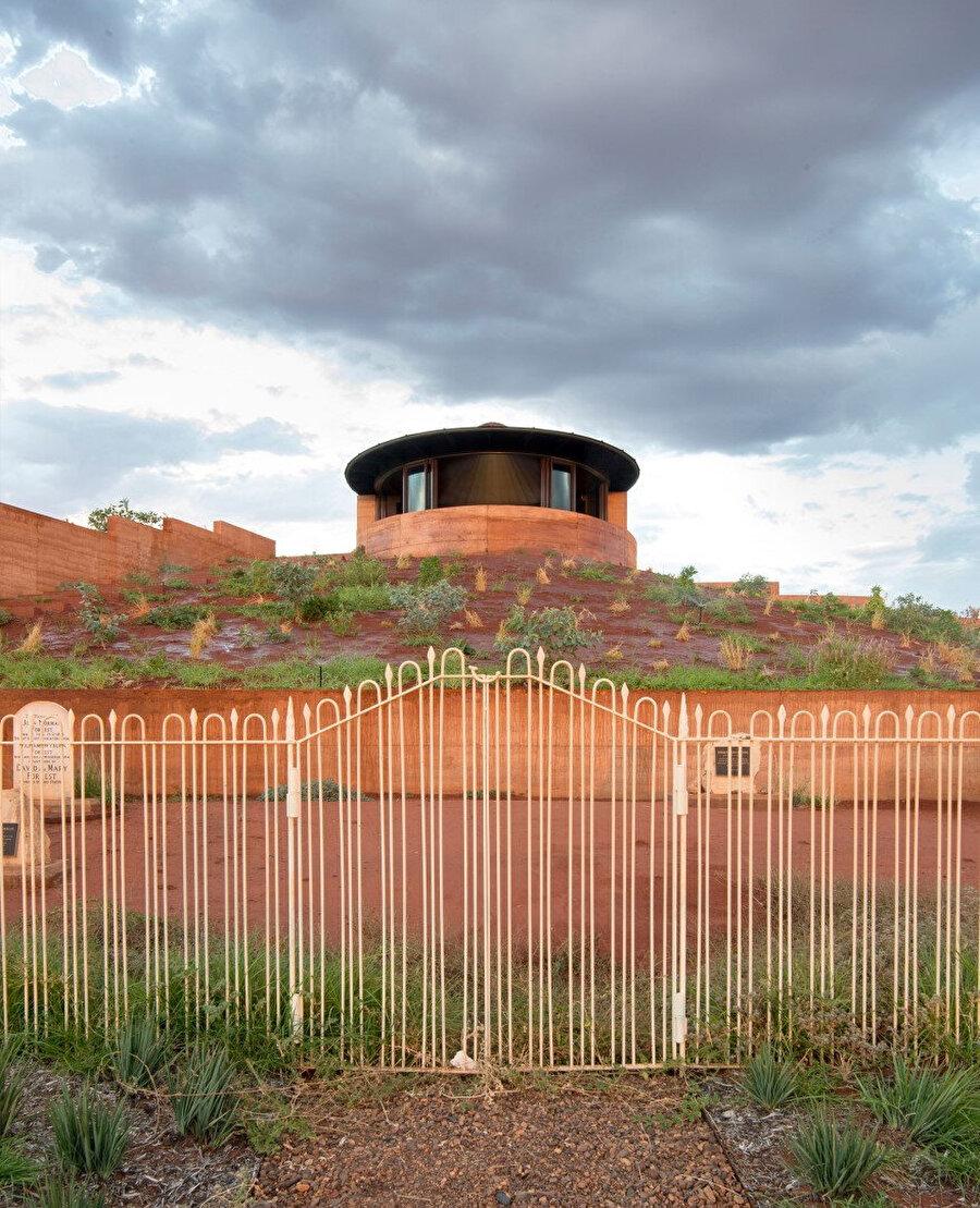 Şapel ve aile mezarlığı.
