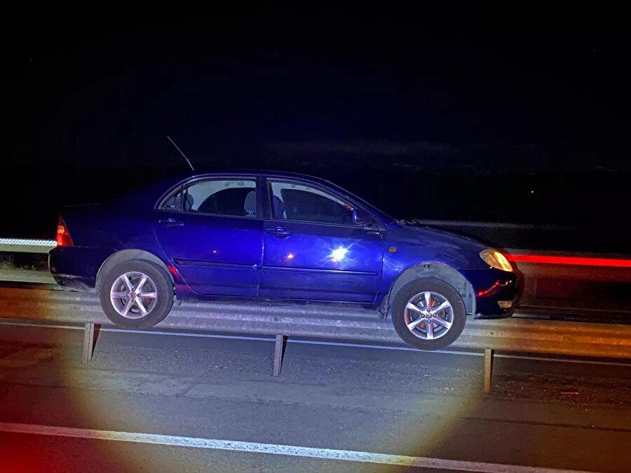 Otomobilde 3 kişi bulunuyordu
