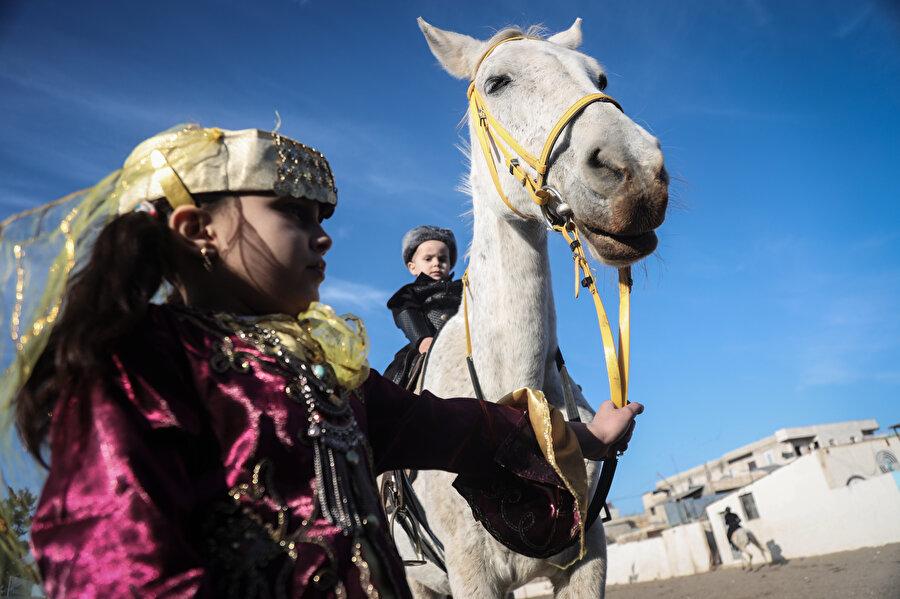 8 yaşındaki Leen Şaban, Osmanlı dizilerini severek izlediğini dile getirdi.
