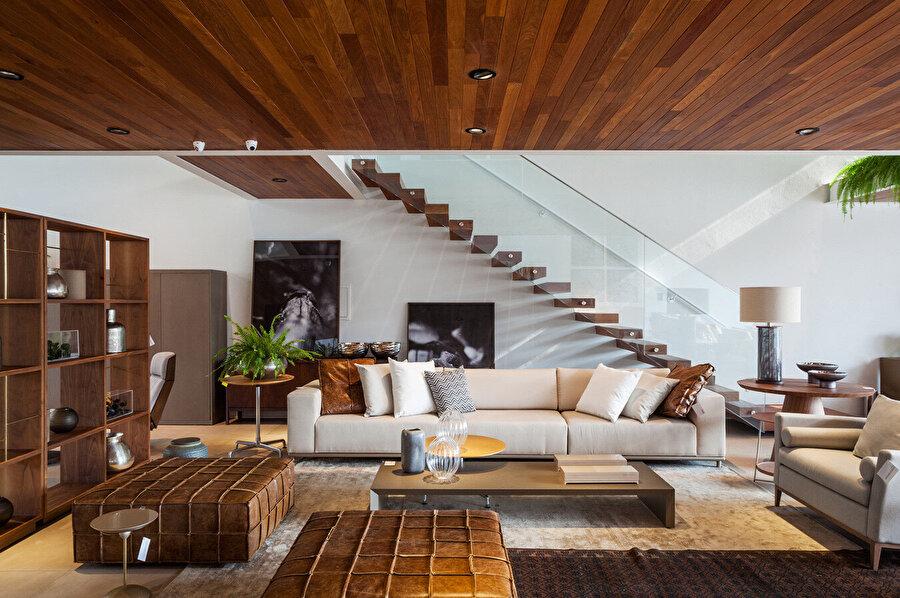 Giriş katta yer alan mobilyalar.