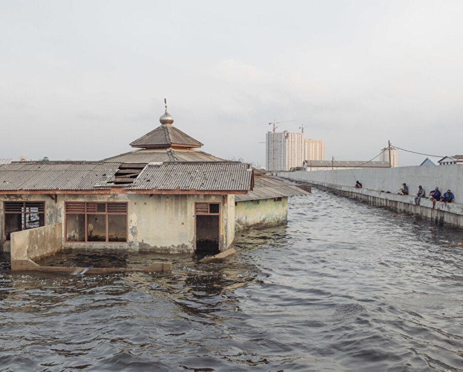 Waladuna Camii'nin yarısından yukarısı bugün sular altında.