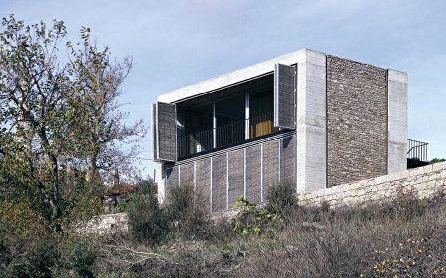 """Mimarlar ve Han Tümertekin tarafından tasarlanan, konut işlevine sahip """"B2 Evi""""."""
