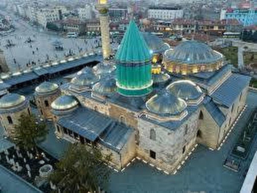 İşte şehir, medeniyet sürecinde, artık ilâhî elçi'nin olmadığı bir zaman diliminde elçilik görevini yüklenircesine adetâ peygamberî sözün sözcülüğünü üstlenir