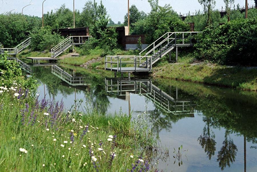Alanda bulunan kanal, tasarımın odağında yer alıyor.