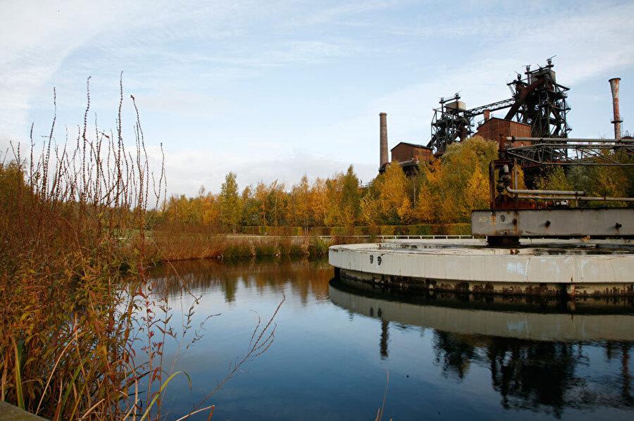 Emscher nehrinin mevcut yapısı korunuyor.