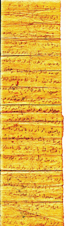 Nazmi Ömer'in eşi Hacer Yücel de eşinin mektubunu yatağın içinde buluyor.