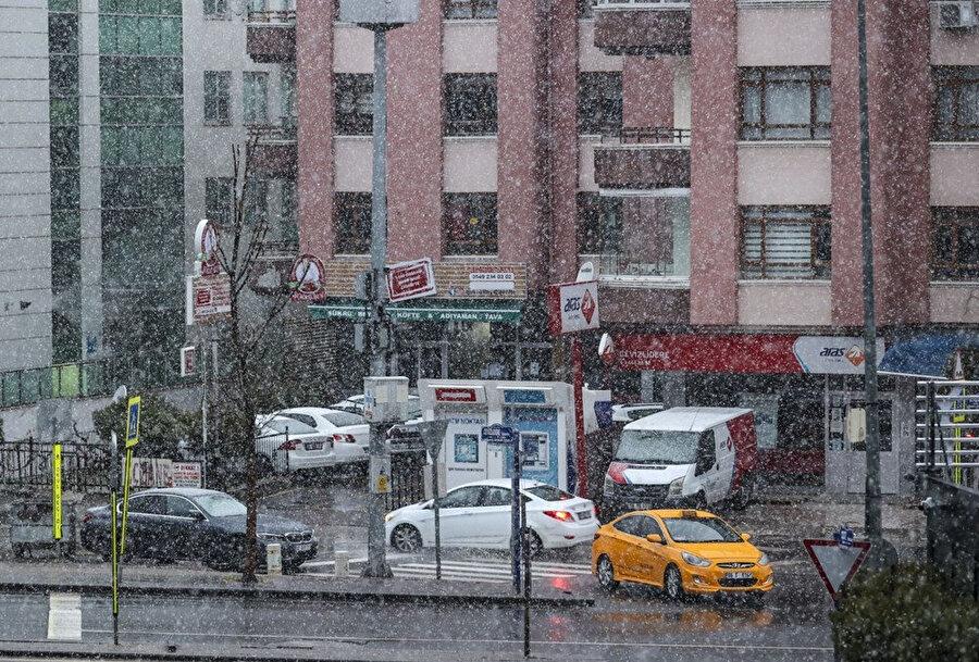 Ankara'da kar yağışı öğle saatlerine kadar devam edecek